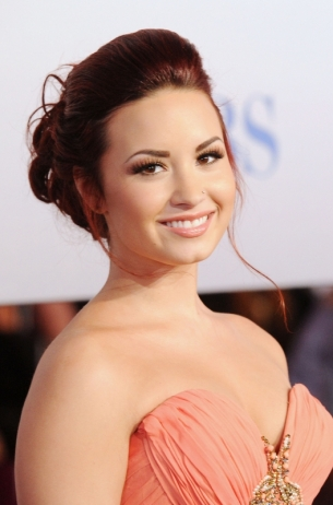demi_lovato_peoples_2012_choice_thumb