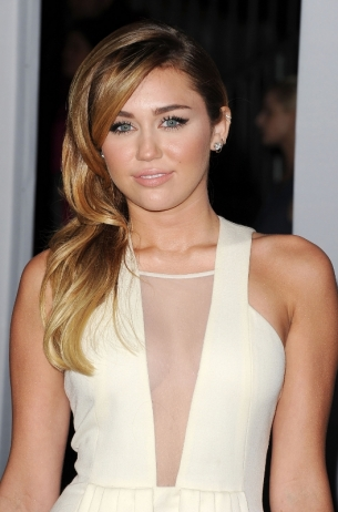 miley_cyrus_peoples_choice_2012_thumb